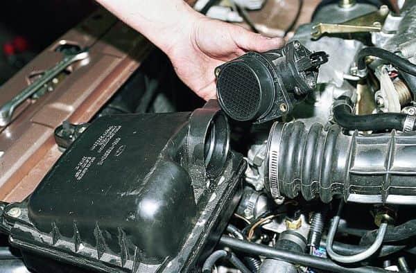 Чистка ДМРВ: как и чем почистить датчик массового расхода воздуха, очистители и жидкости для промывки
