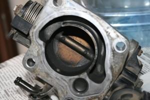 Загрязненная дроссельная заслонка ВАЗ 2110