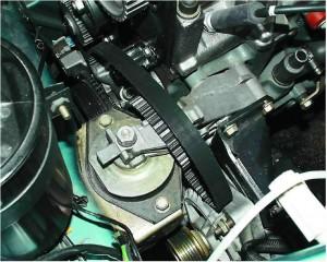 На фото - Исправный датчик положения коленвала установленный на двигателе