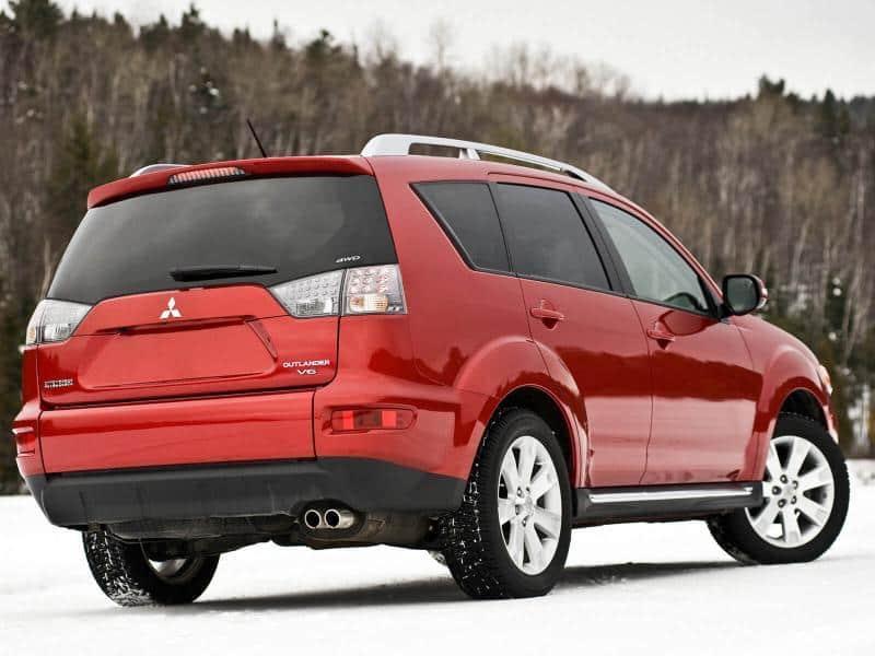 Mitsubishi Outlander вид сзади