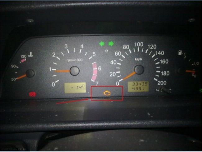 На панели приборов ВАЗ-2110 горит датчик Check Engine