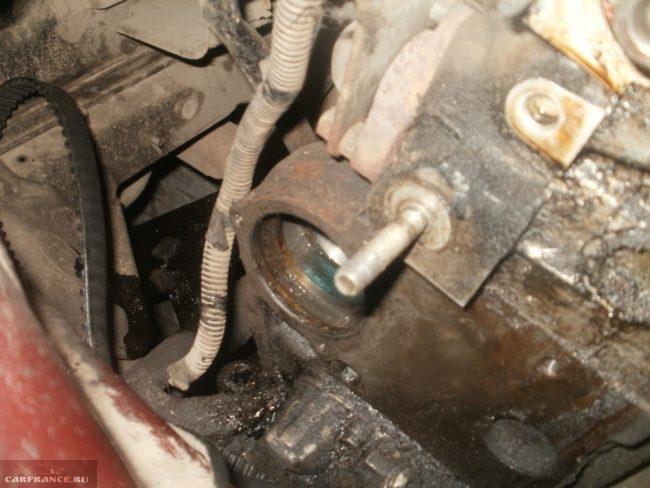 Месторасположение насоса системы охлаждения двигателя в ВАЗ-2110