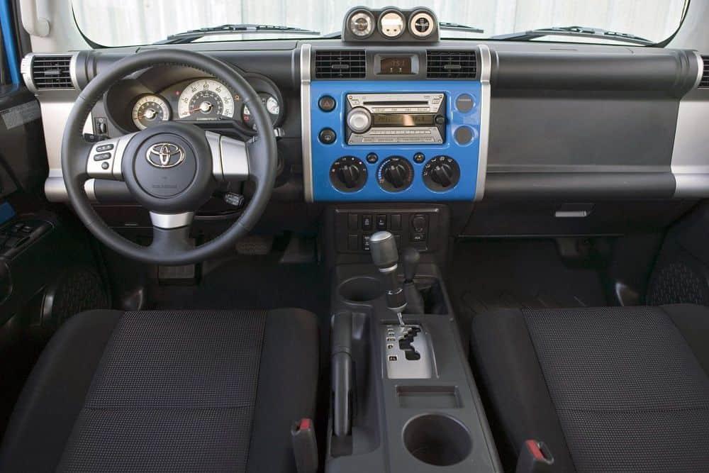 Toyota FJ Cruiser салон