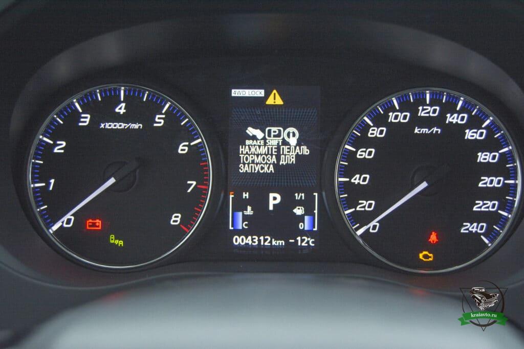 Mitsubishi Outlander приборная панель